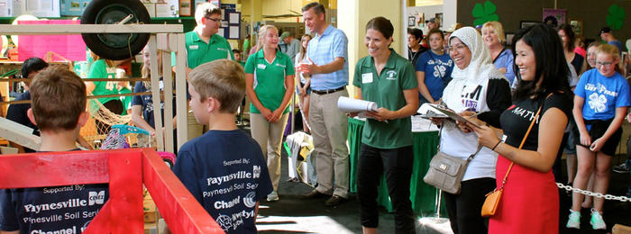 4-H volunteers watching
