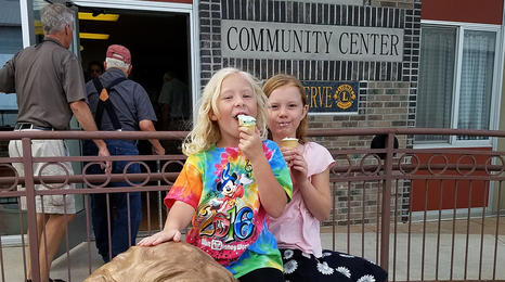 Kids eating ice cream