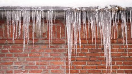 Icicles on roof, ice dam.