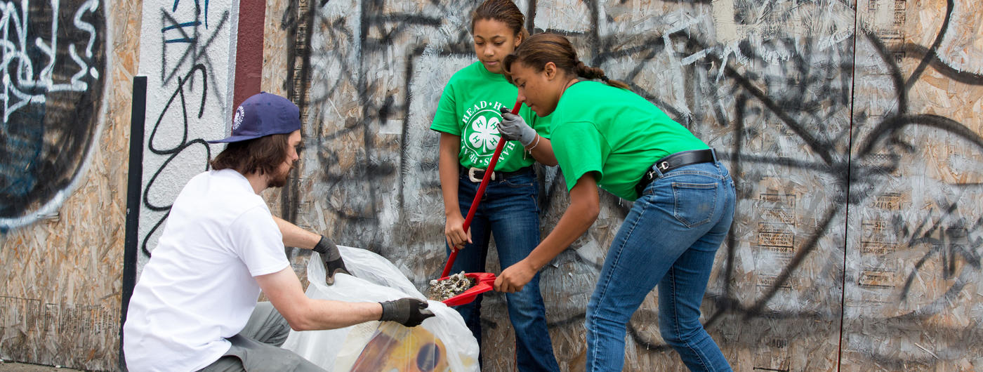 4-H volunteer helping 2 girls