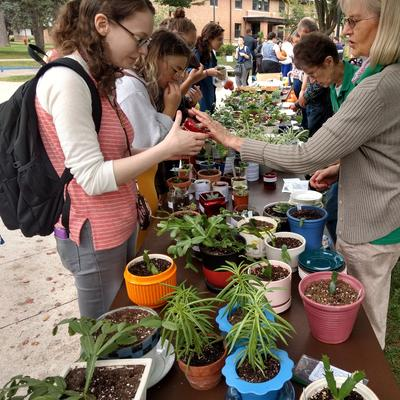 Stevens County Master Gardeners give plants to college students